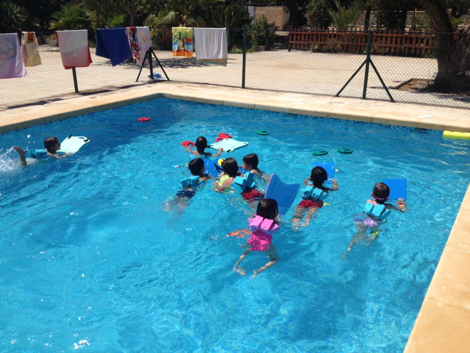 ¿Qué beneficios psicológicos tiene la natación en los niños?